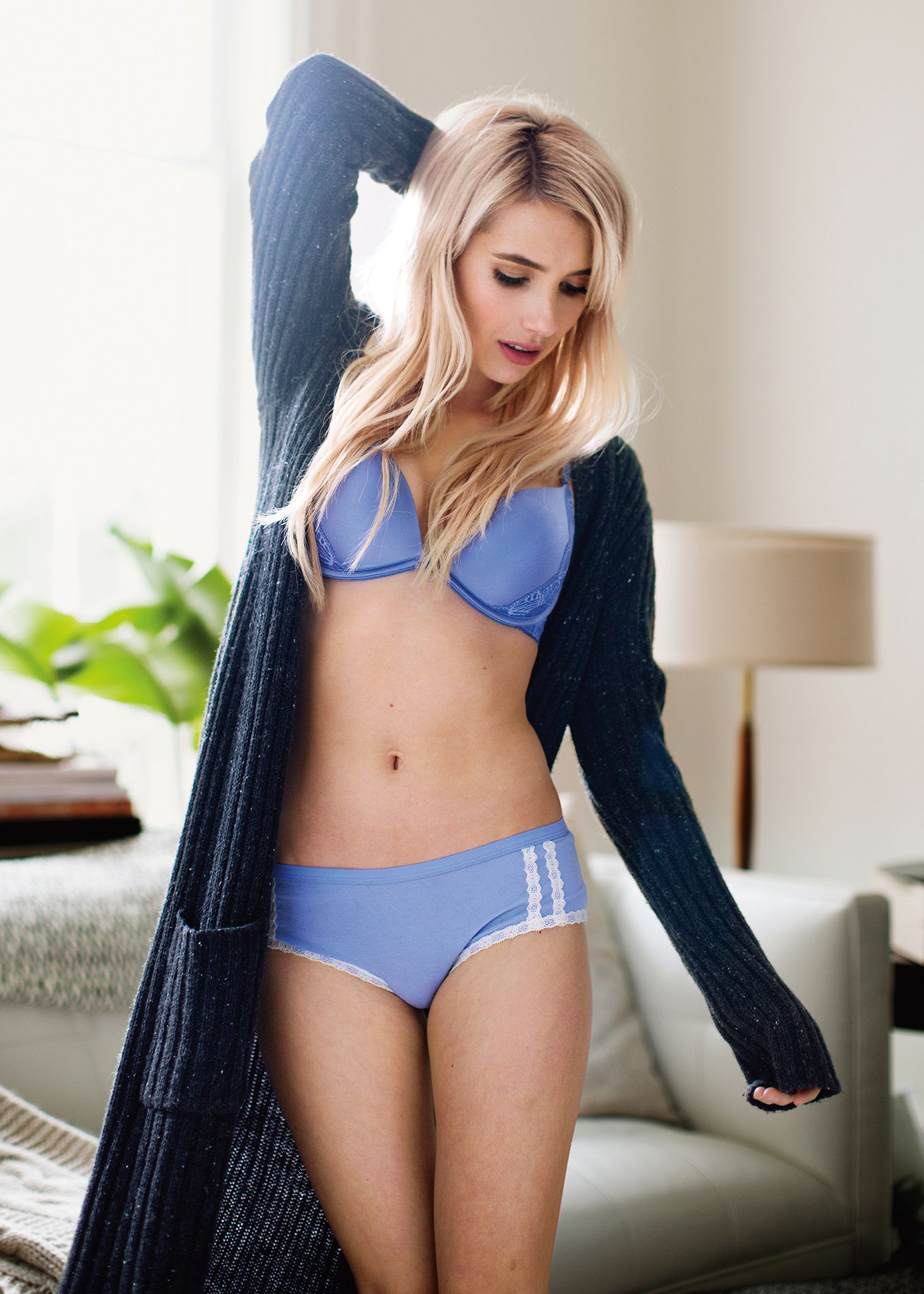 Emma Roberts Sexy Photos