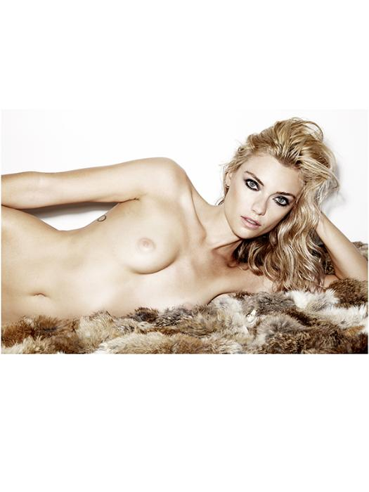 Farah Holt Topless Pictur...