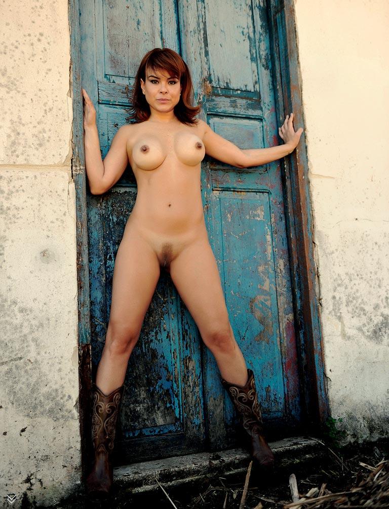 Nude Pics Of Fernanda Alv...
