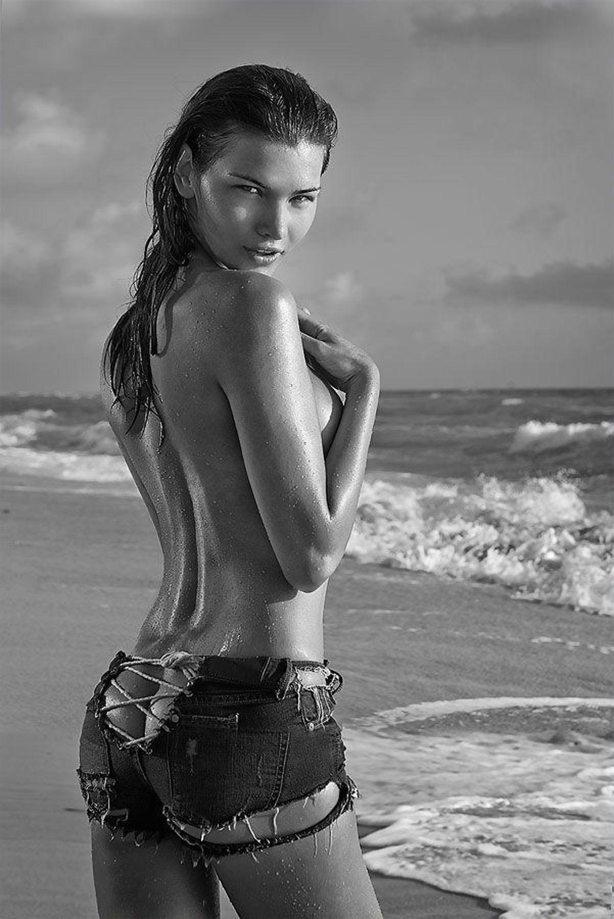 Gabriela Iliescu Topless ...
