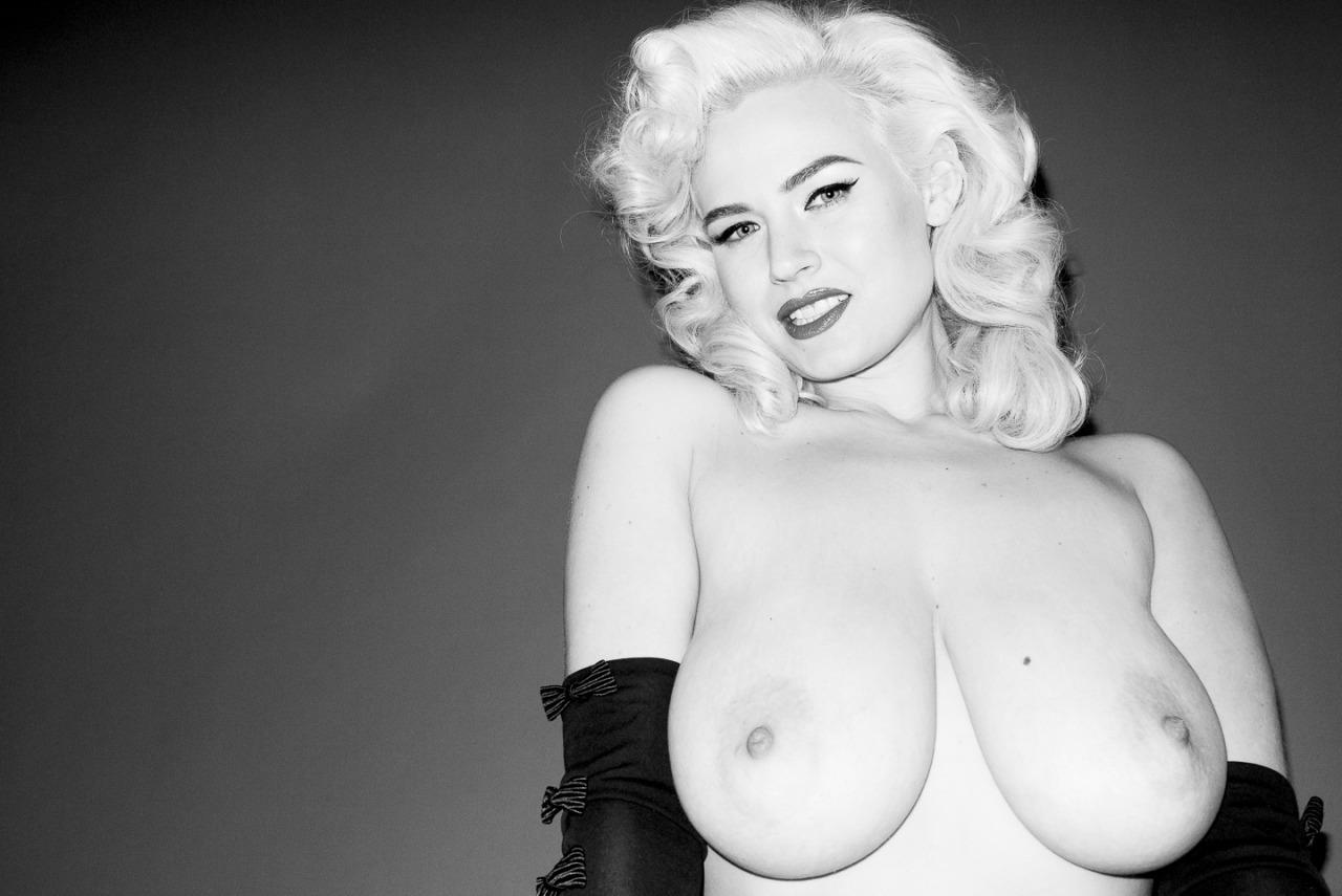 Gia Genevieve Nude