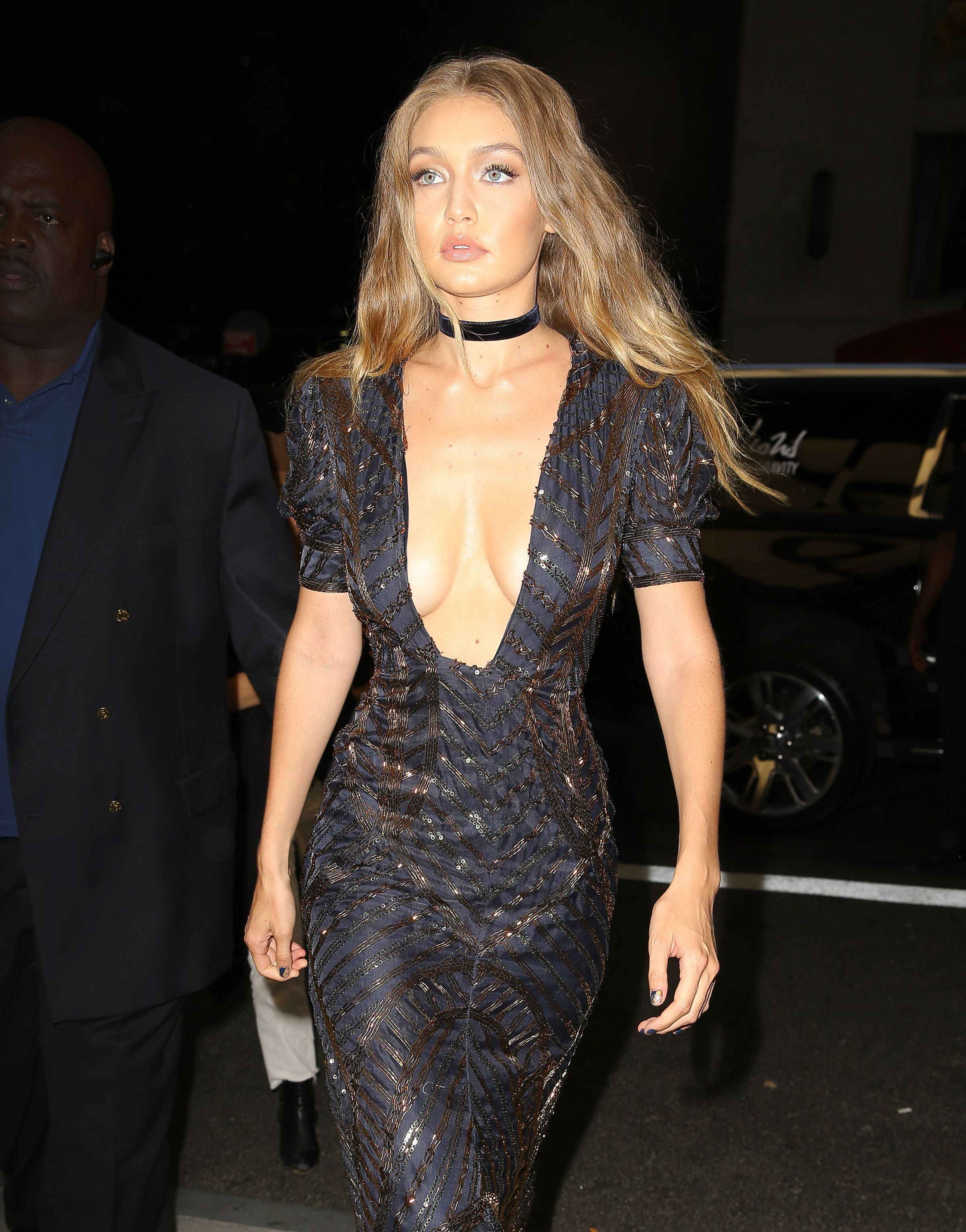 Gigi Hadid Cleavage Photo...
