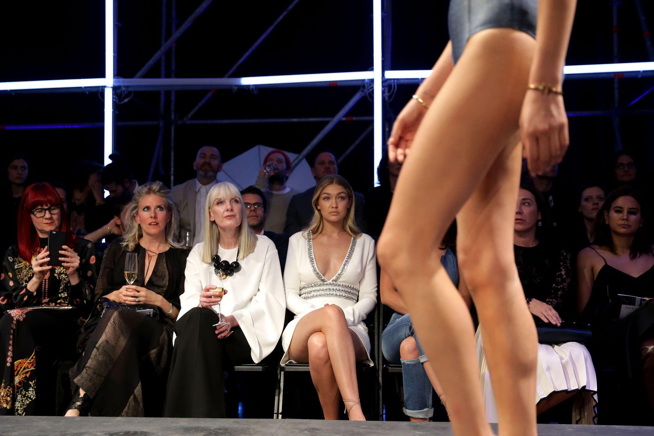 Gigi Hadid Cleavage Pics ...