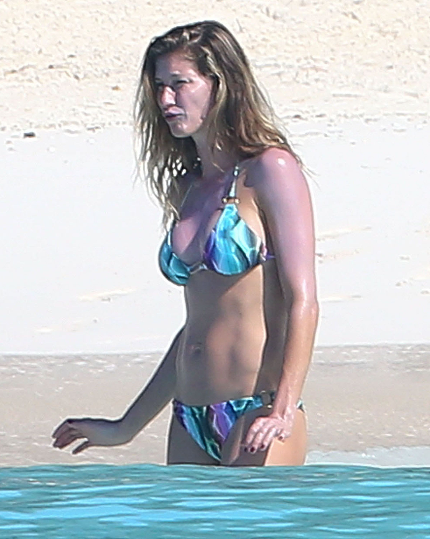 Gisele Bundchen Bikini Ph...