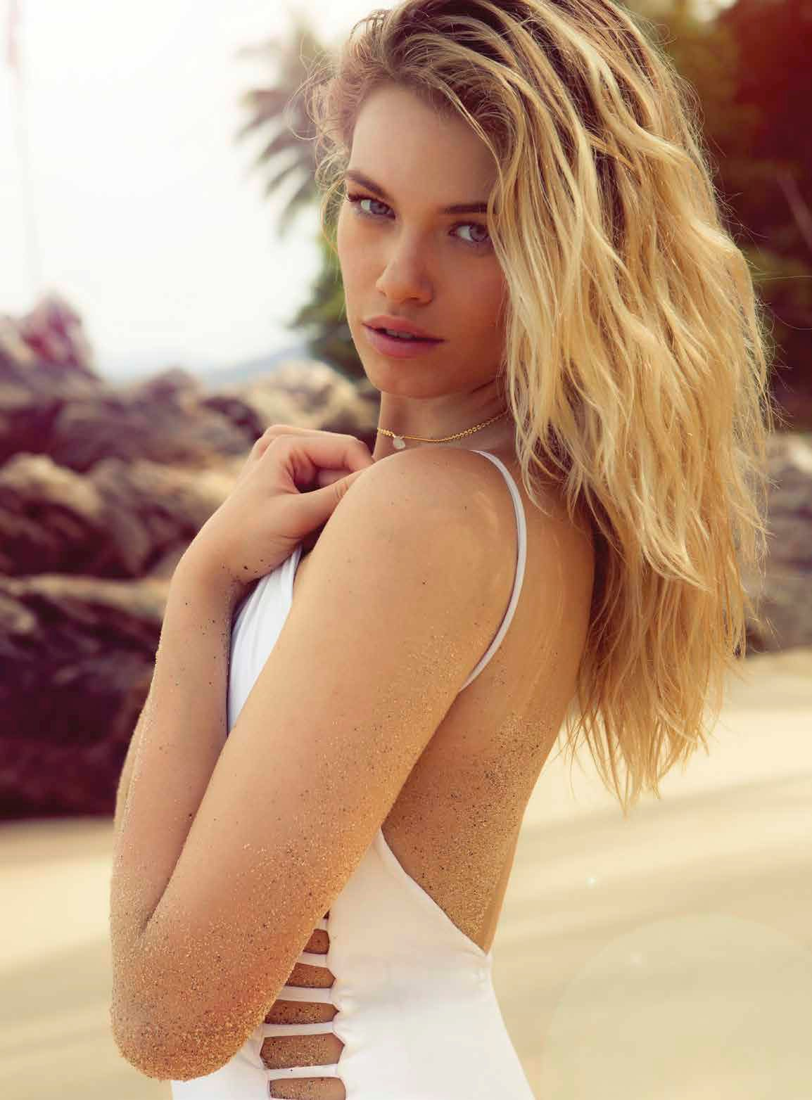 Hailey Clauson Sexy Photo...