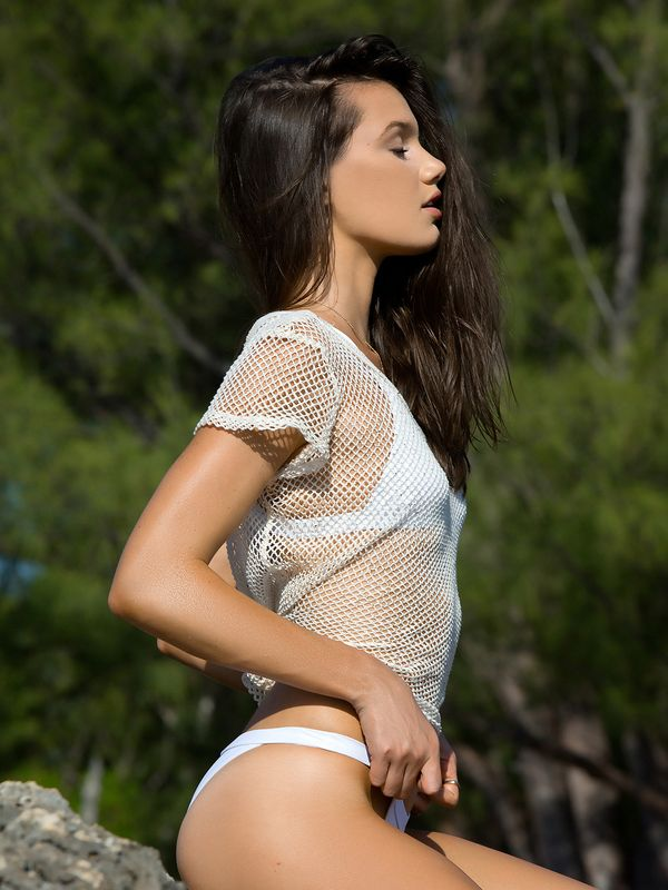 Hailey Outland Sexy Pics