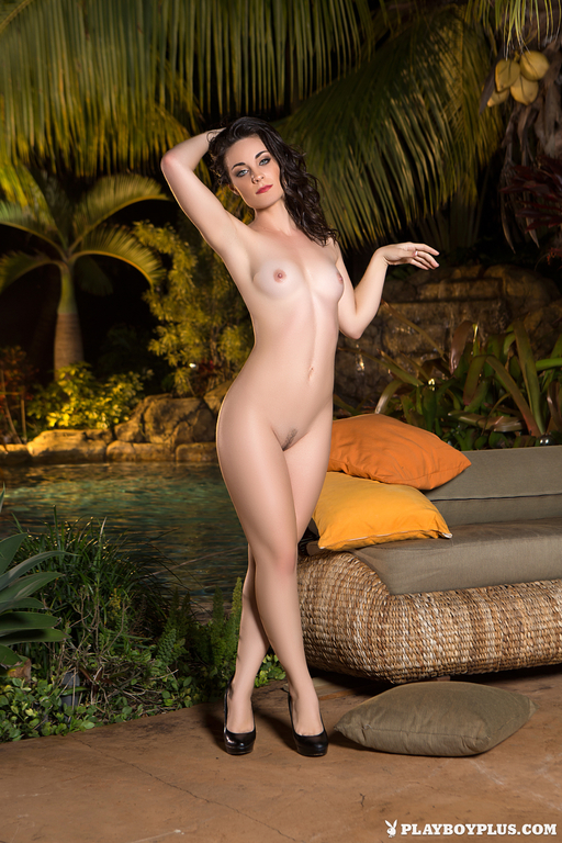 Hanna Rai Nude Photos