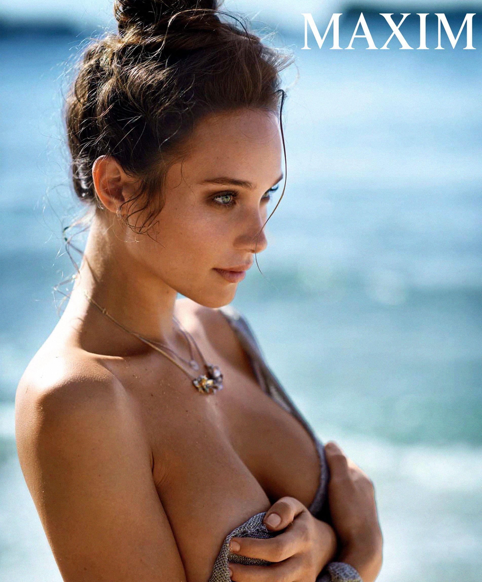 Topless Pics Of Hannah Da...