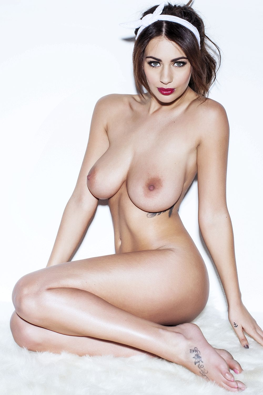 Nude Pics Of Holly Peers