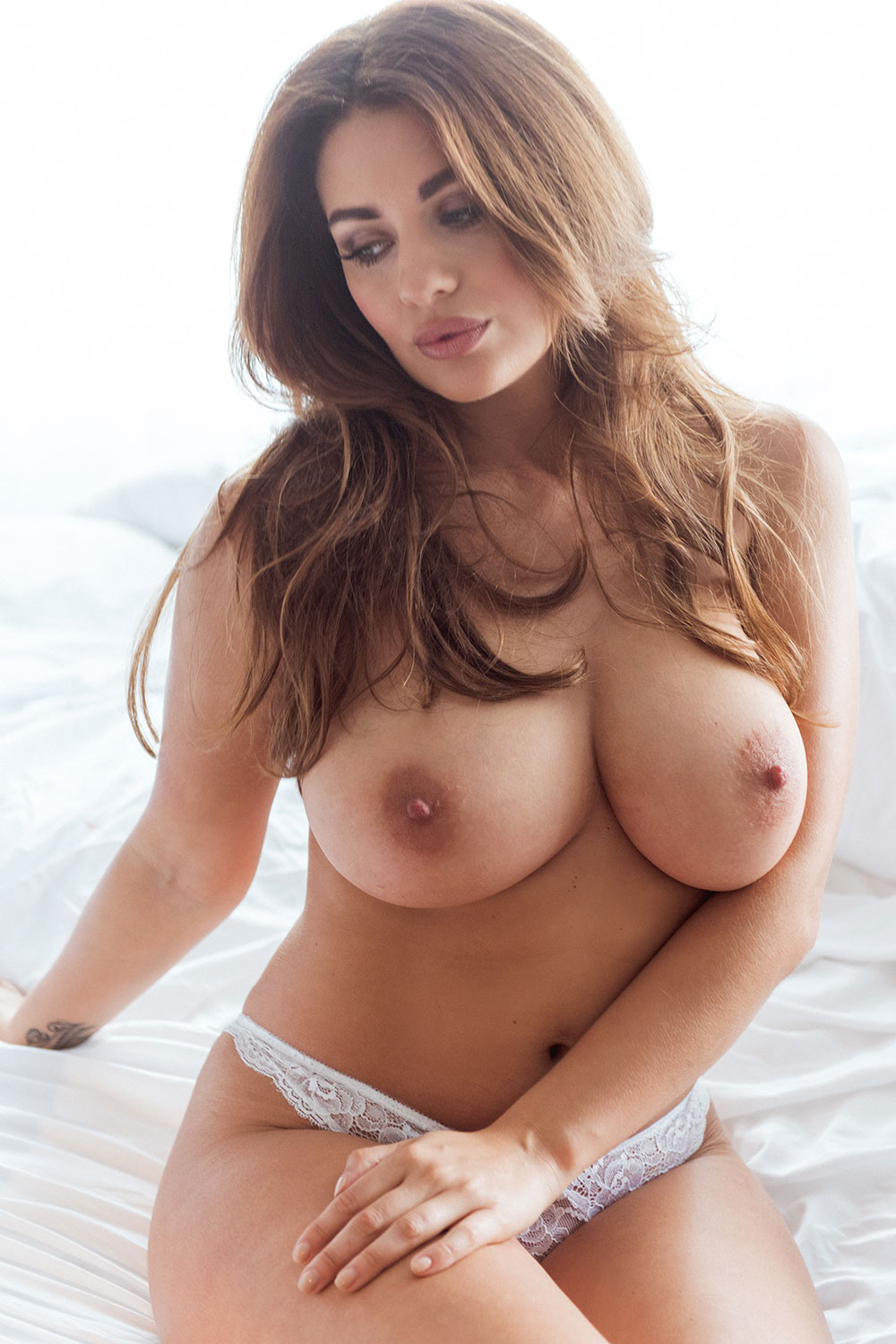 Holly Peers Topless Photo...