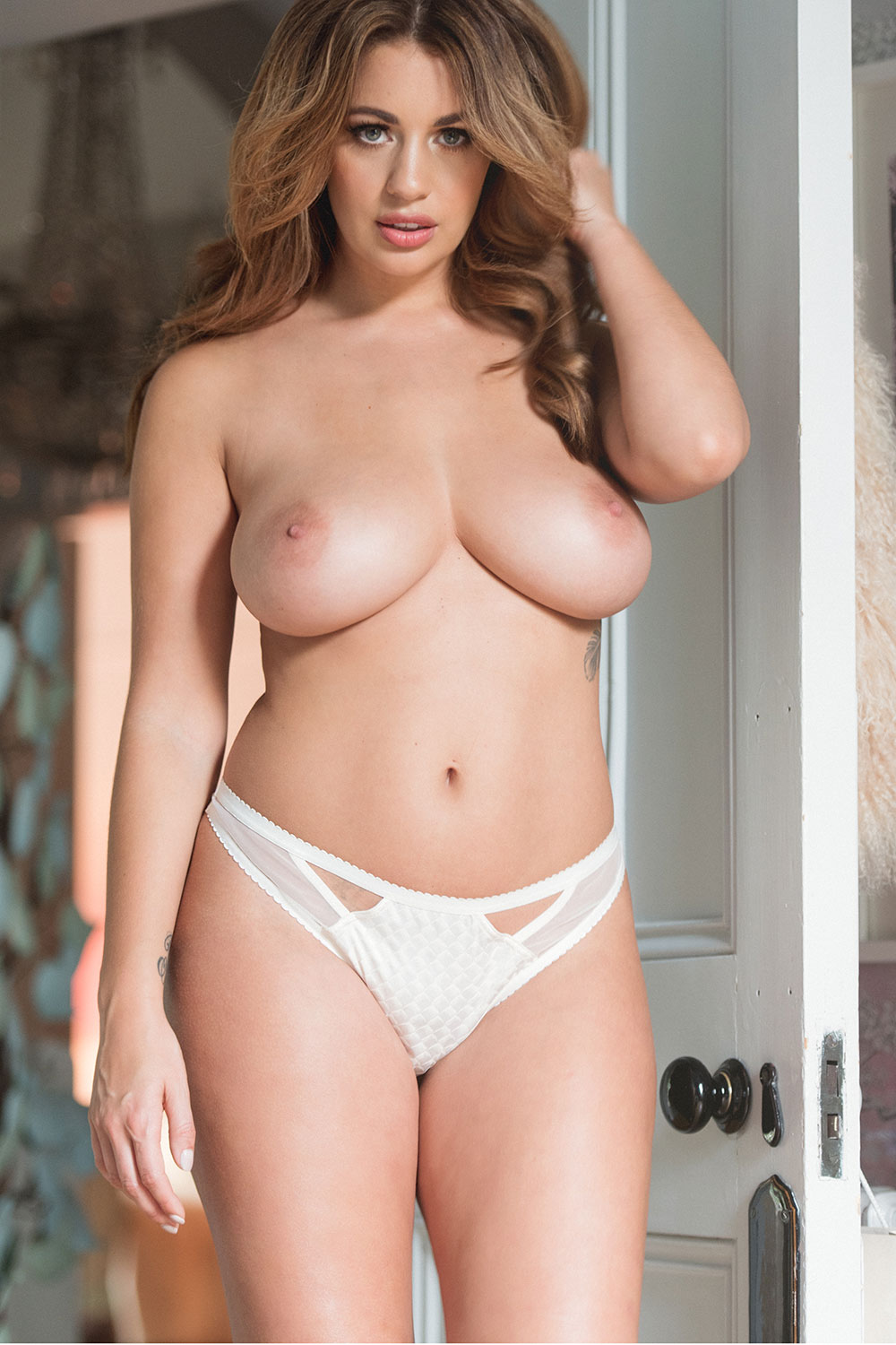 holly-peers-topless-and-sexy-new-1