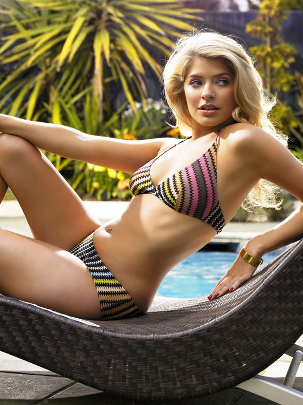Holly Willoughby Sexy Pho...