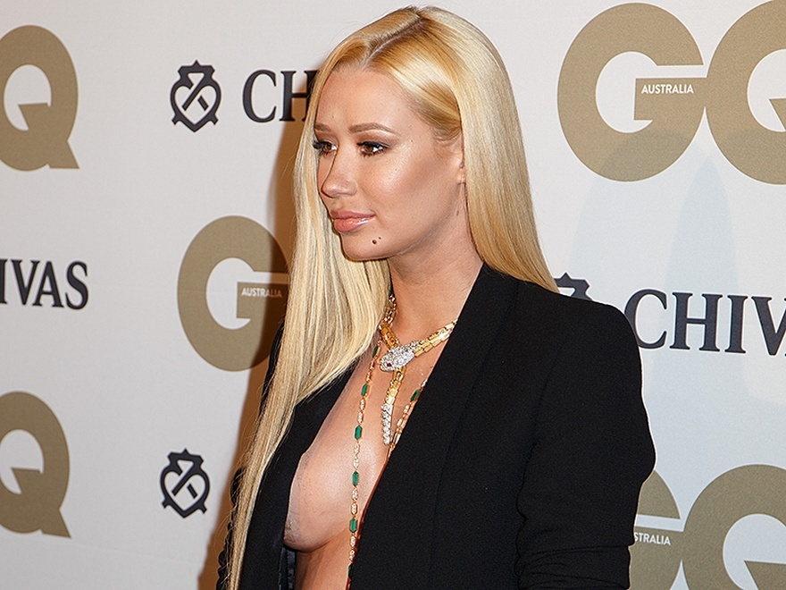 Braless Photos Of Iggy Az...