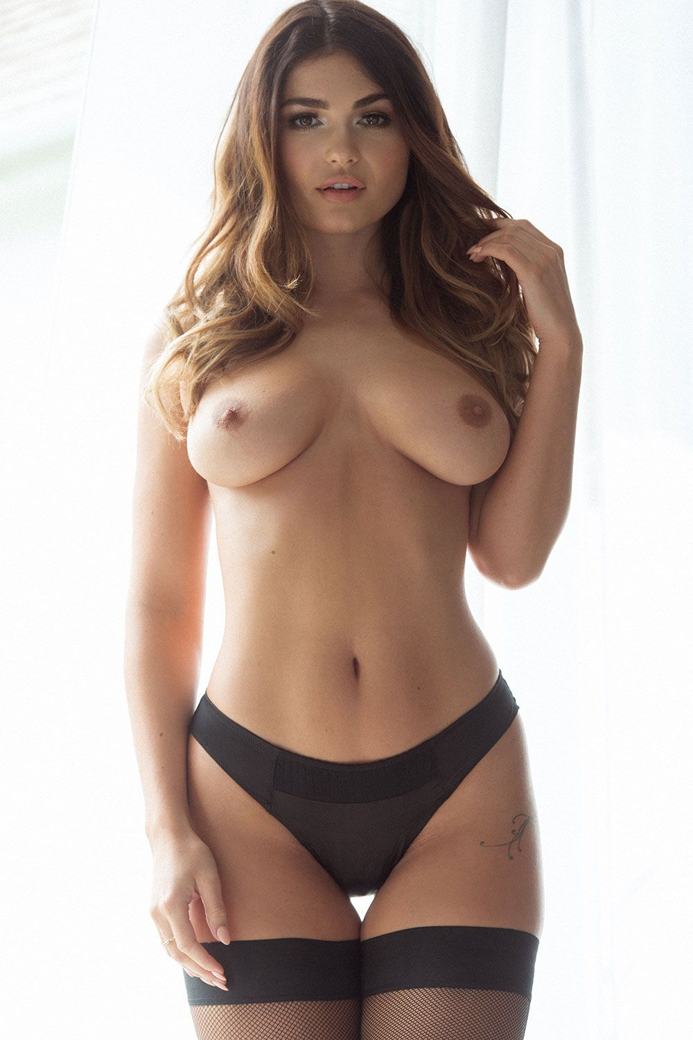 India-Reynolds-Sexy-Topless-Pics-2