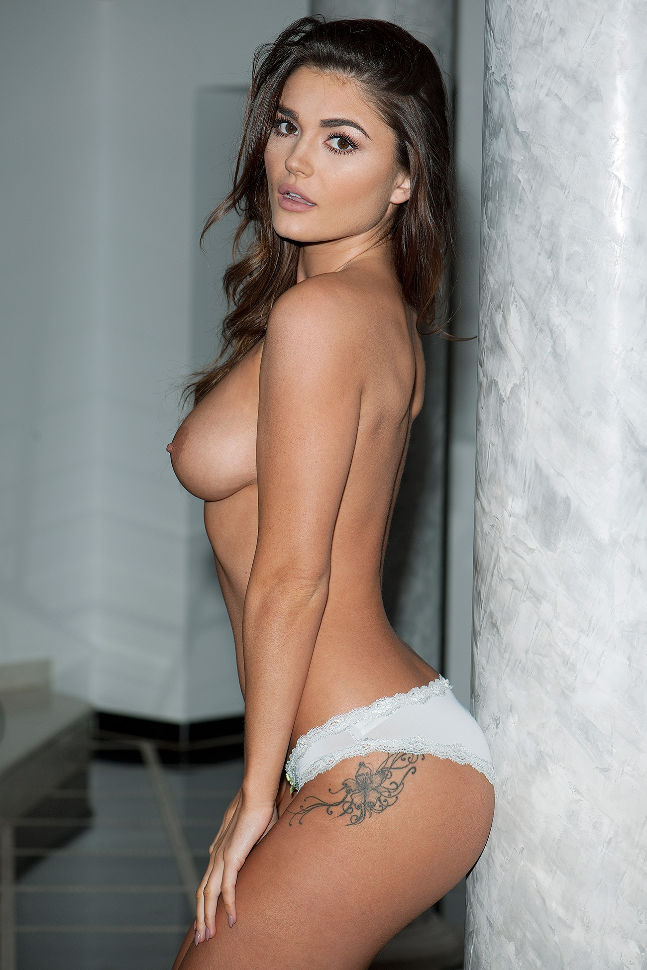 India Reynolds Topless Photos 1