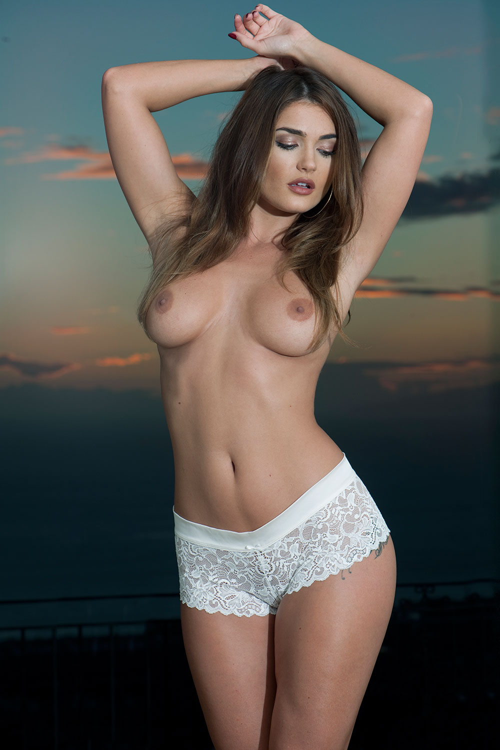 India-Reynolds-Topless-Sexy-2