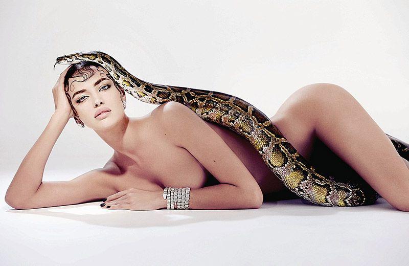 Irina-Shayk-Nude-Snake-Pose