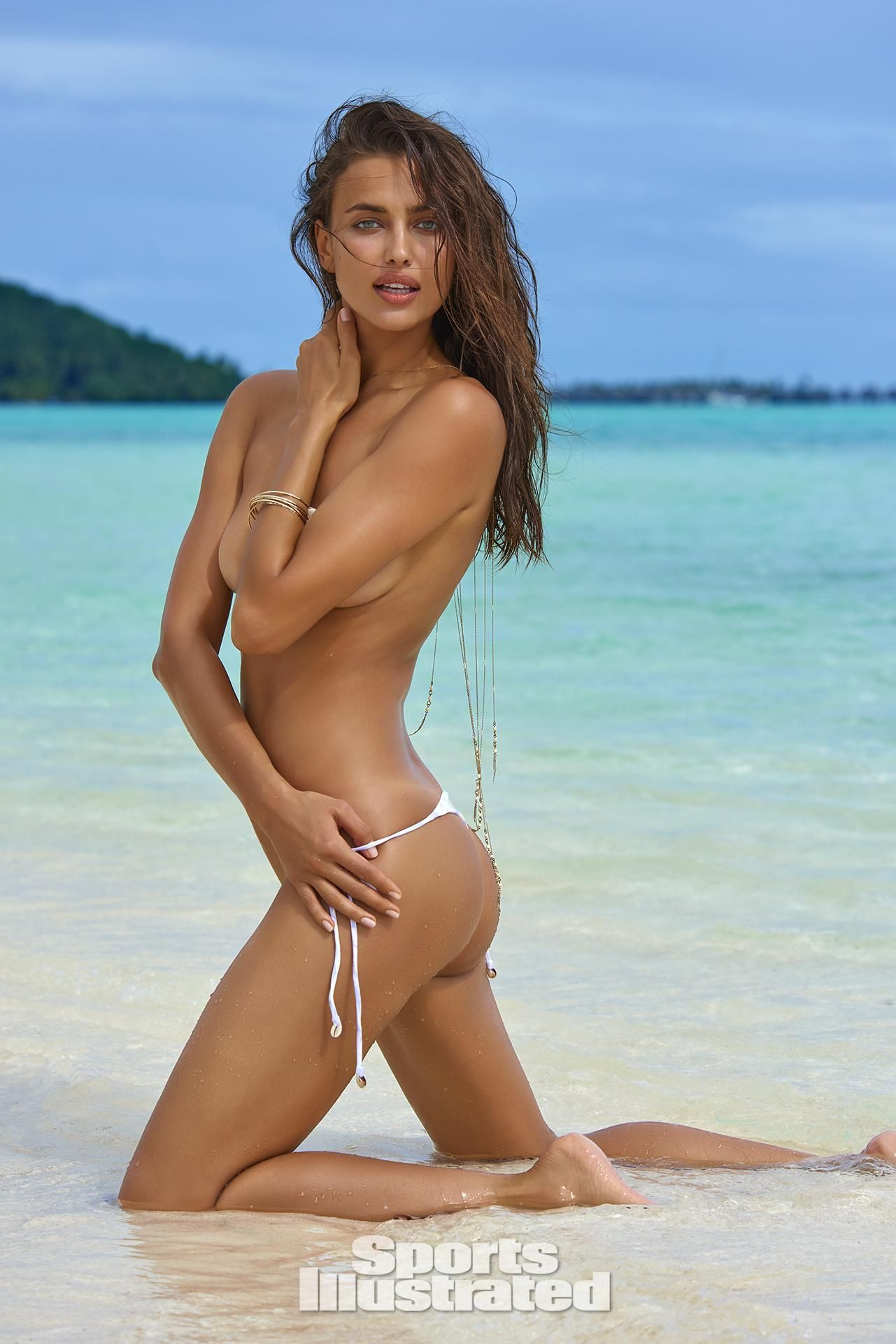 Irina Shayk Topless Photo...