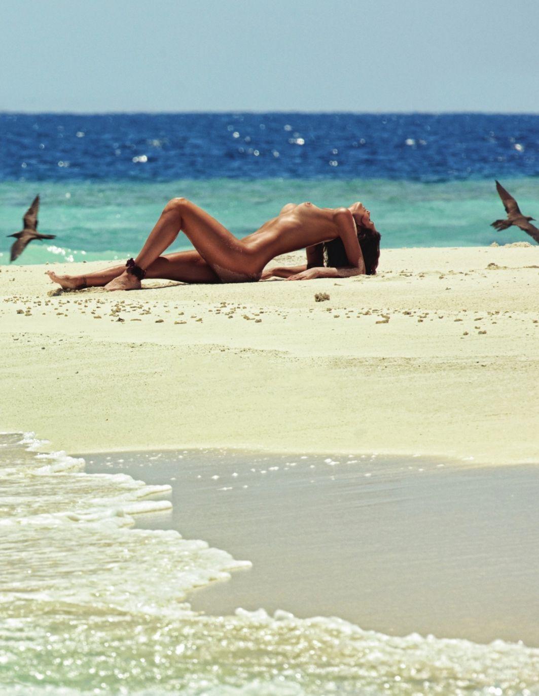 Isabeli Fontana Naked Pho...
