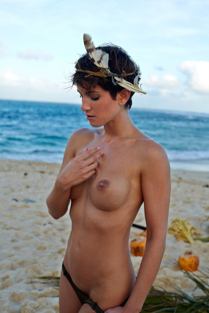 rihanna nude with horn