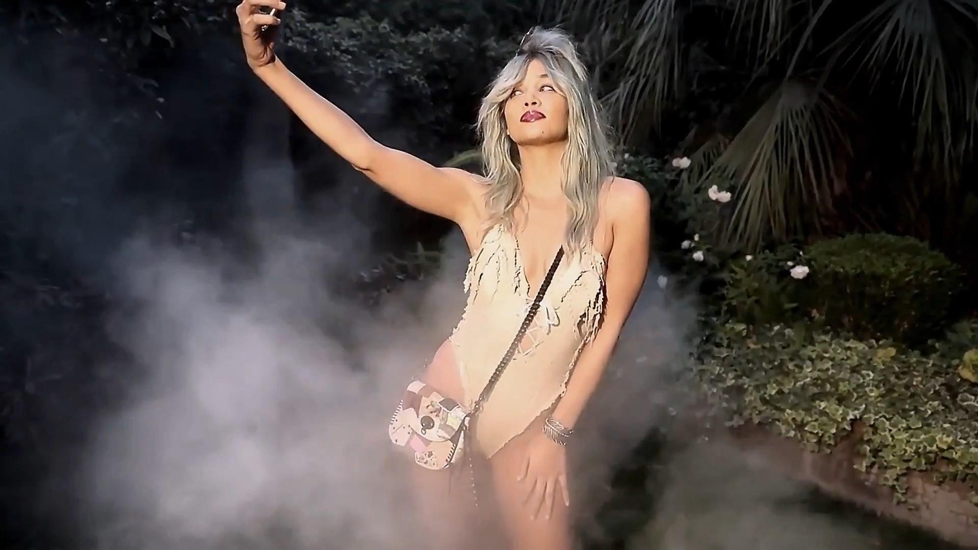 Jasmine Sanders Sexy Phot...