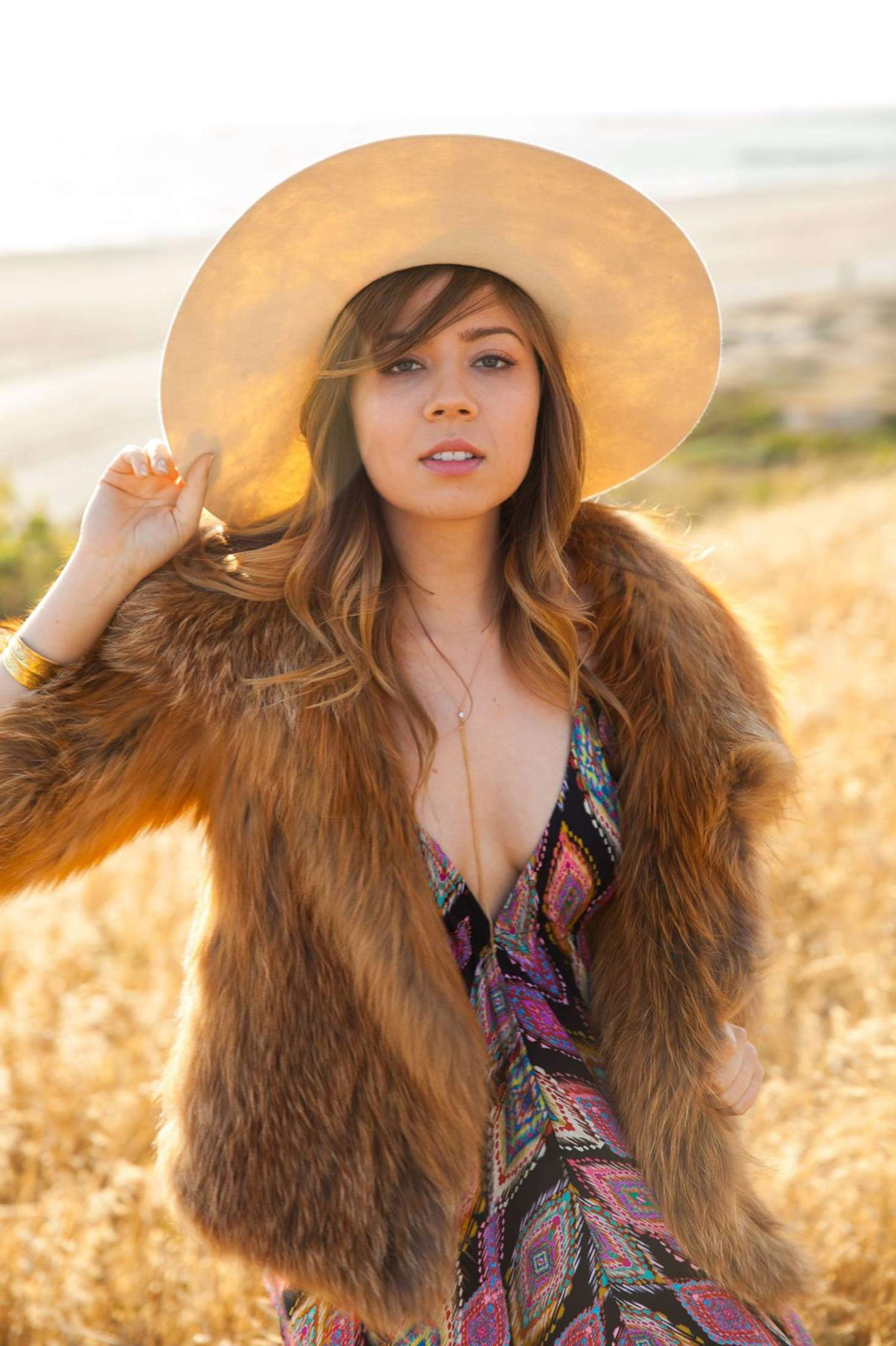 Sexy Photos Of Jennette M...