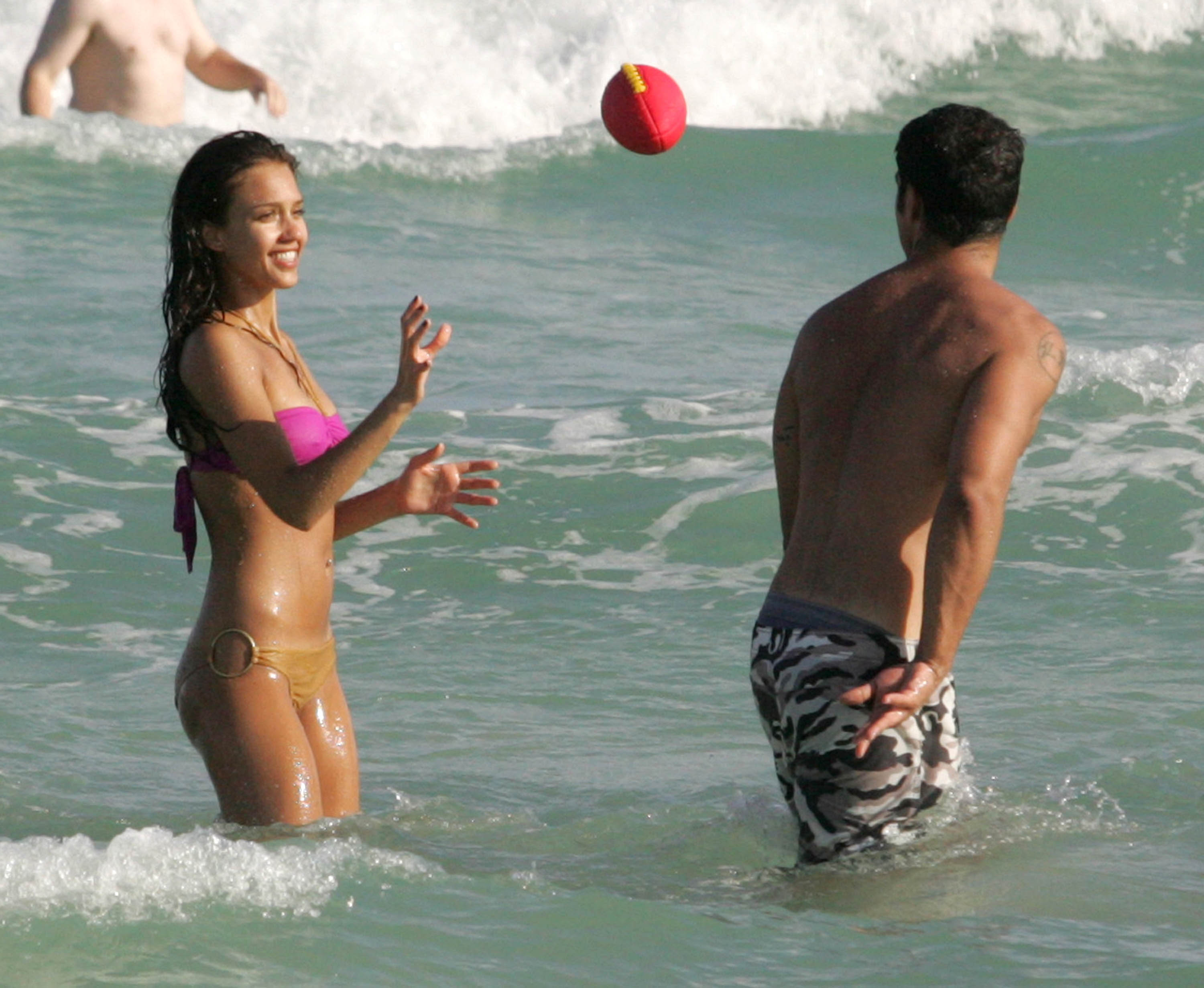 Jessica Alba Bikini Photo...