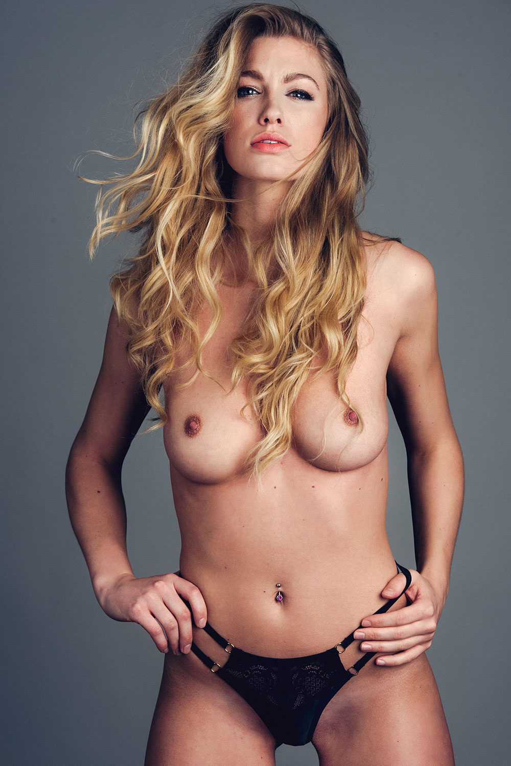 Jo-Sexy-Topless-2