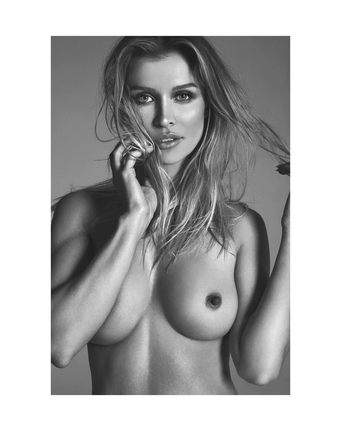 Joanna Krupa Nude Photos