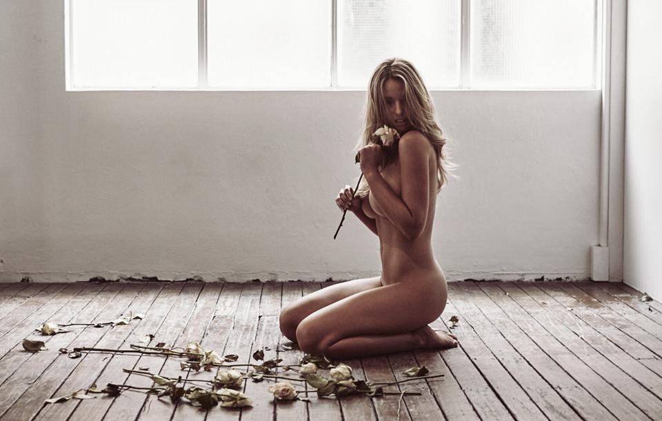 Kahili Blundell Naked Pho...