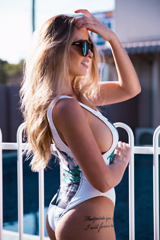 Kahili-Blundell-Sexy3