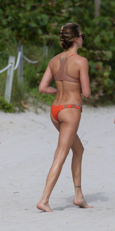 Katie Cassidy Bikini Phot...