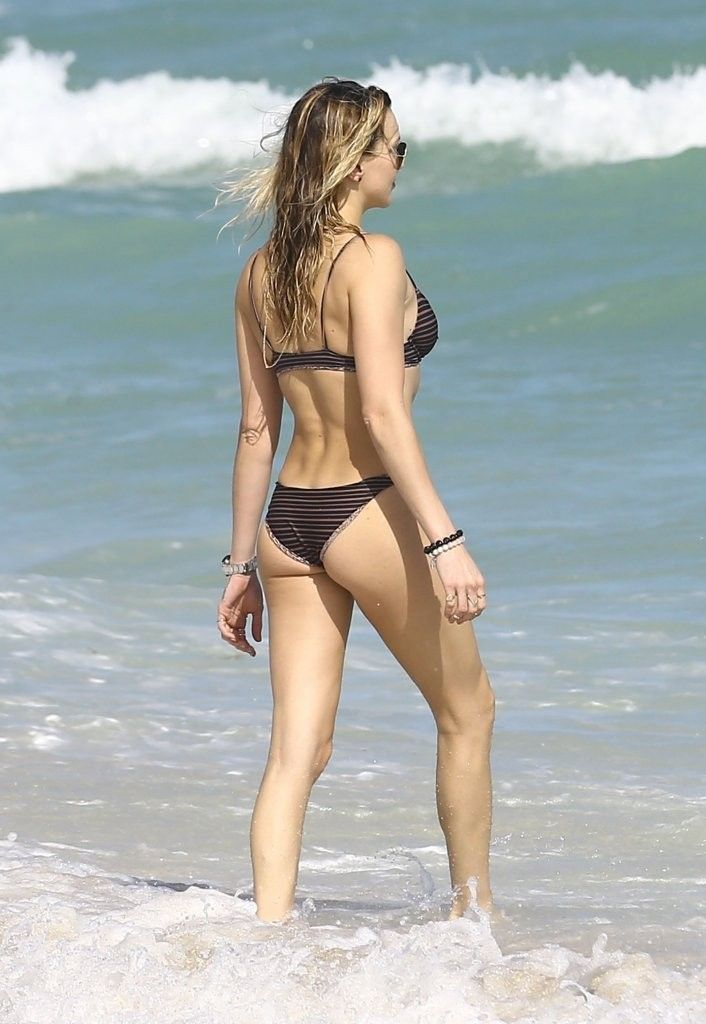 Katie-Cassidy-in-a-Bikini-11