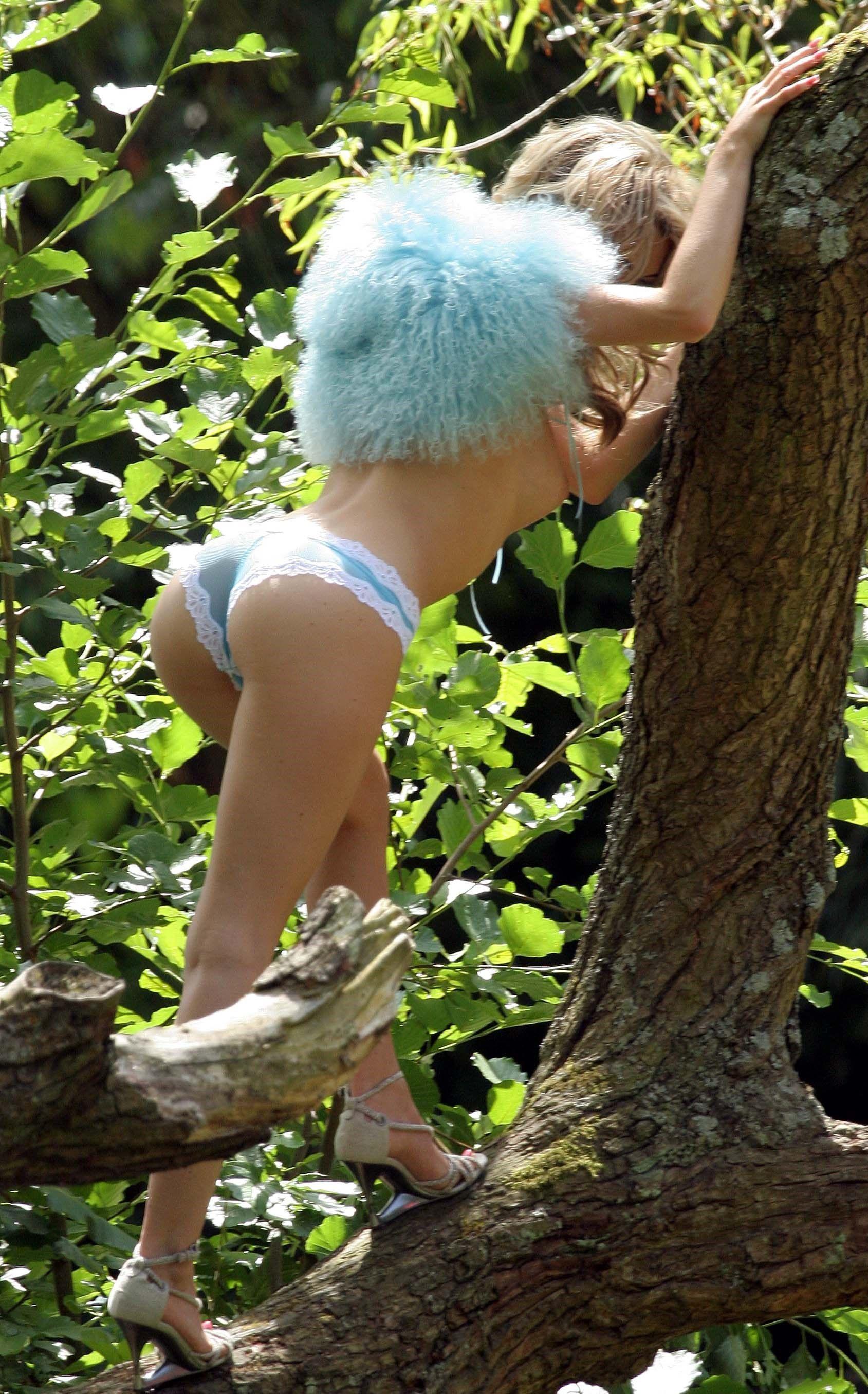 Katie Downes Topless Phot...