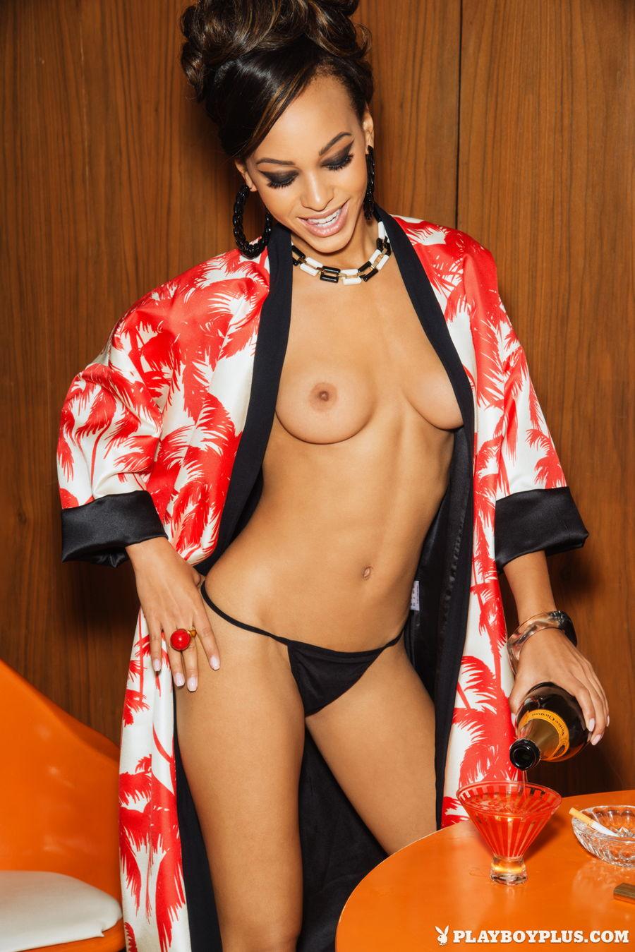 Kaylia Cassandra Nude Pho...