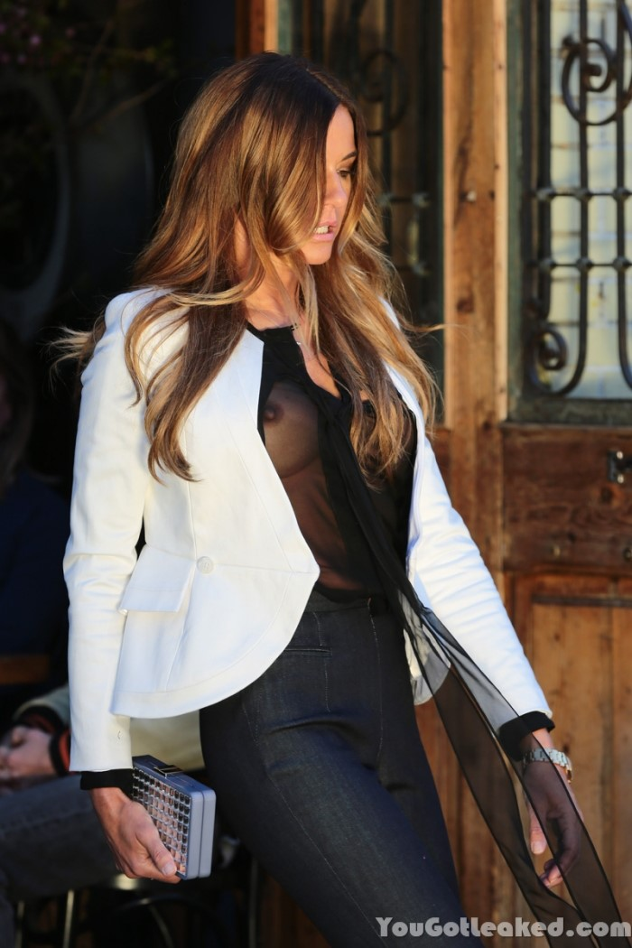Kelly Bensimon – Nip Sl...