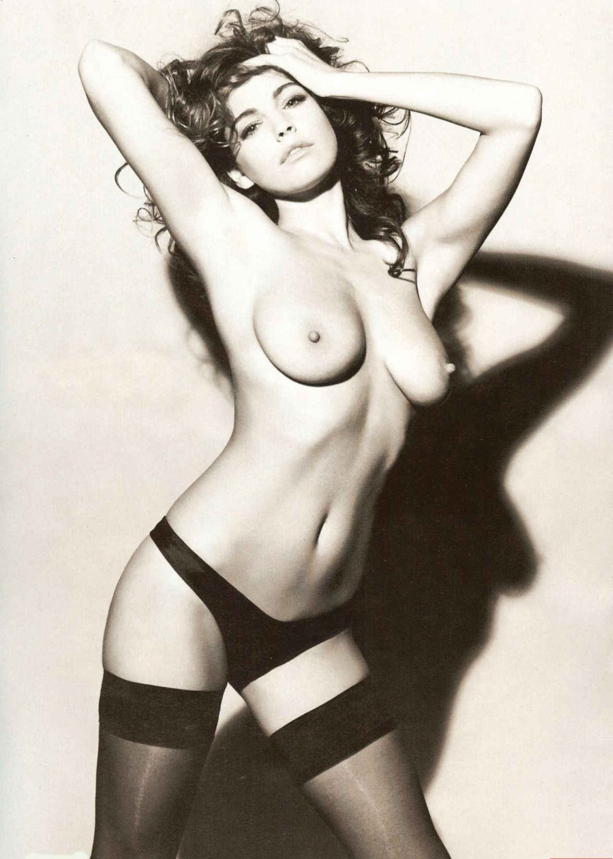Kelly-Brook-Naked-03