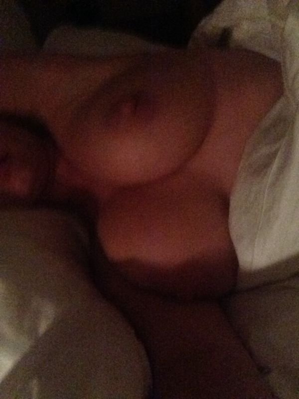 Kelly Brook Leaked Pics