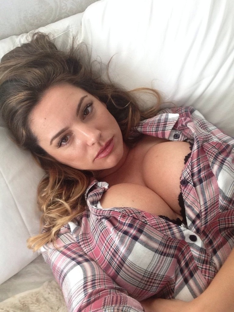Kelly Brook Leaked Selfie...