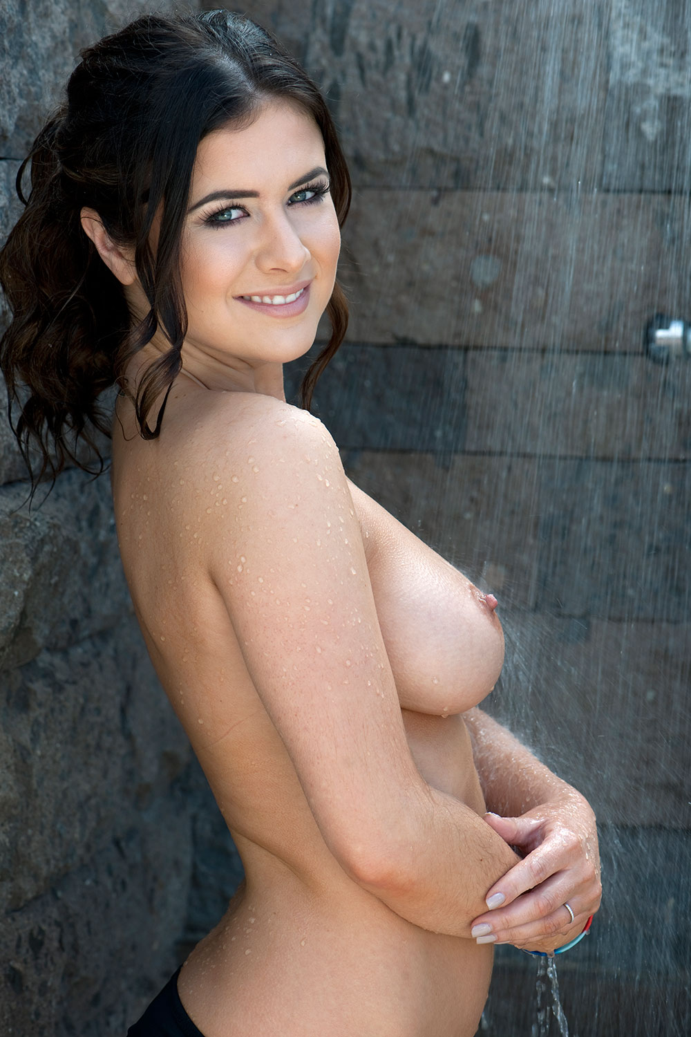Topless Photos Of Kelly H...