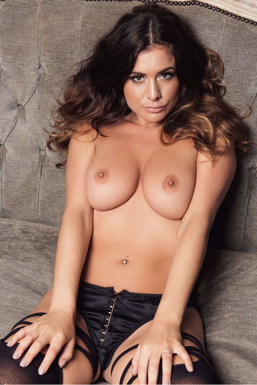 kelly-hall-sexy-topless-pics-5