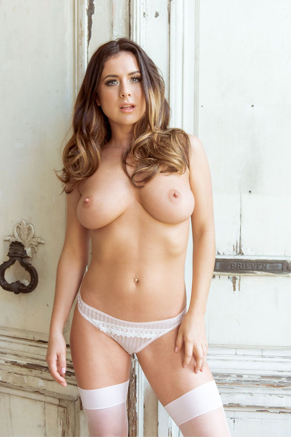 Kelly Hall Topless Photos