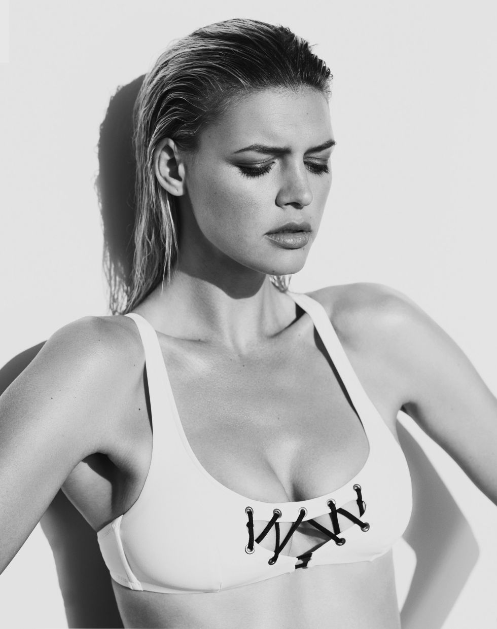 Kelly Rohrbach Sexy Photo...
