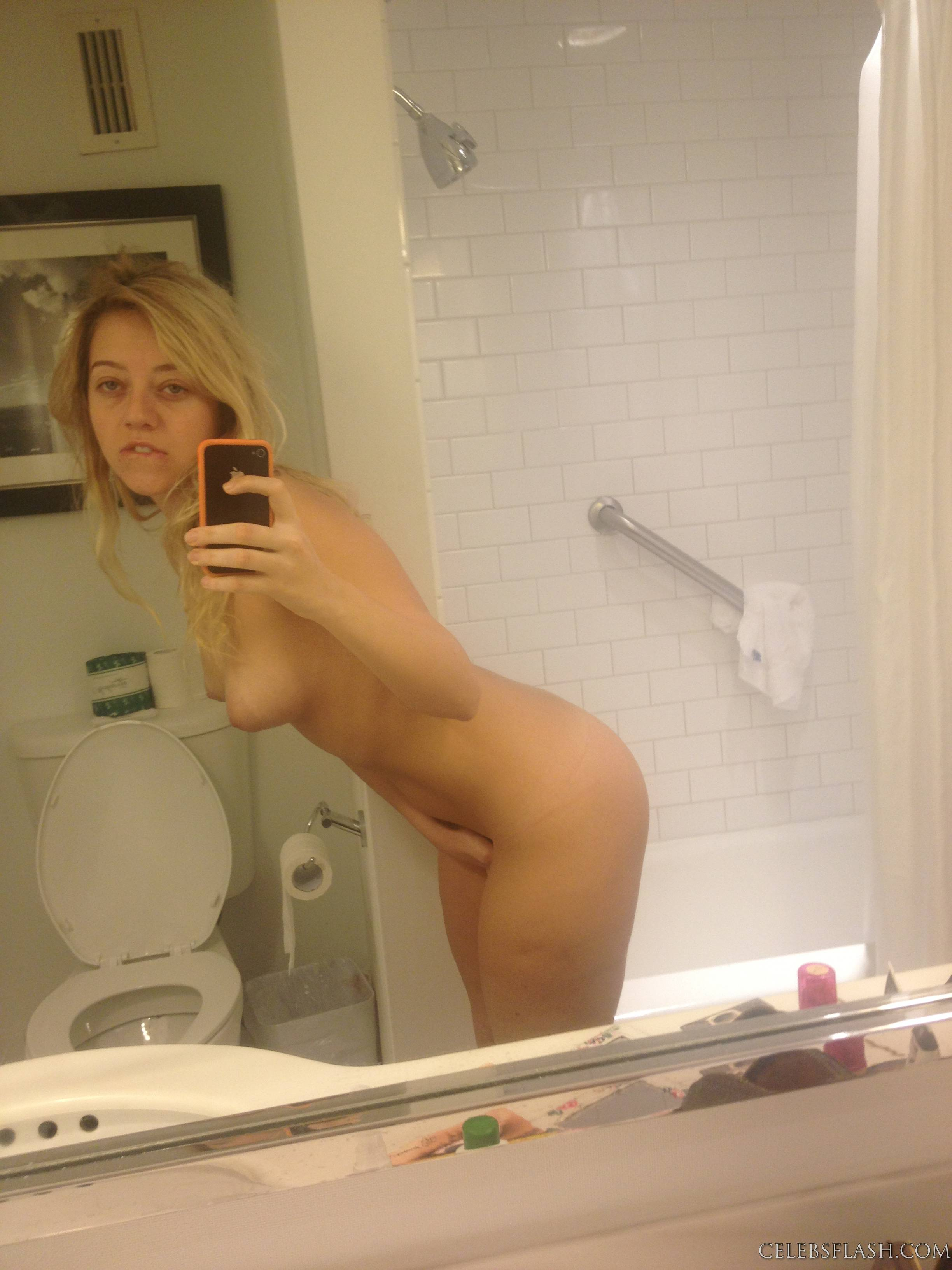 Nude Pics Of Kelsey Hardw...