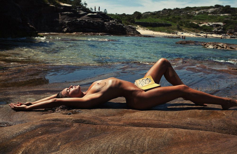 Kendal Schuler Topless Pi...