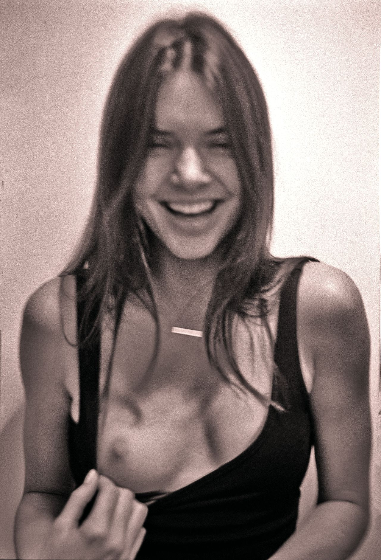 Kendall Jenner Boobs Phot...