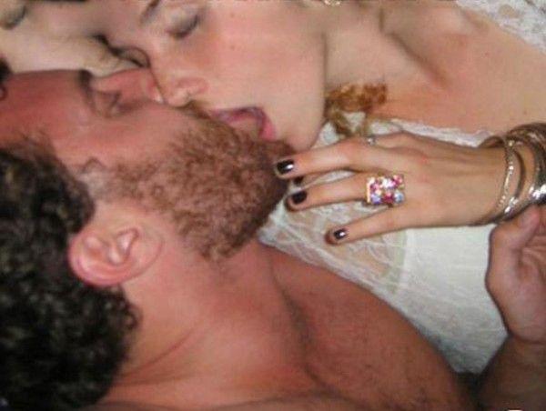 Kesha Naked