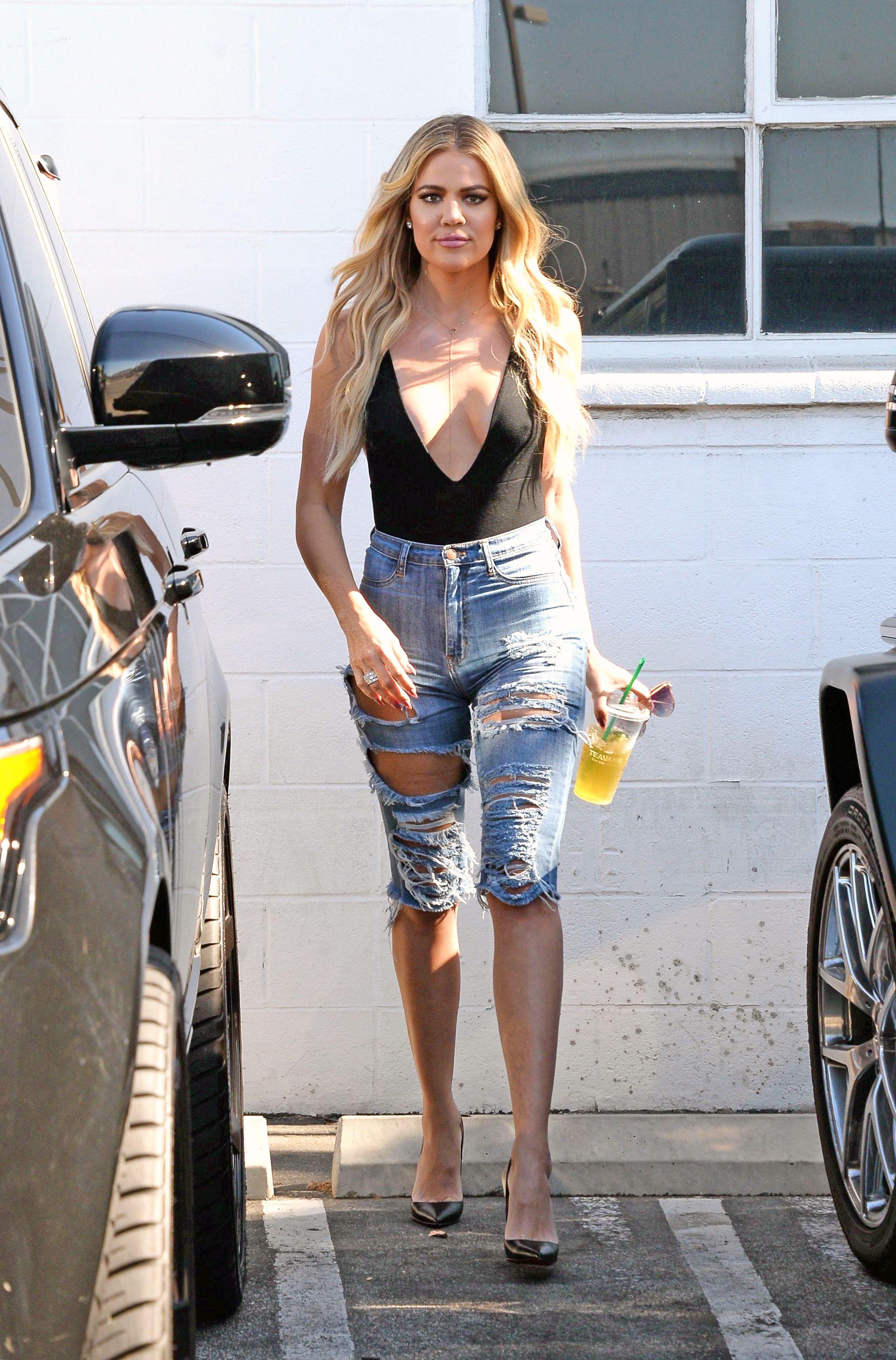 Khloé Kardashian Braless...
