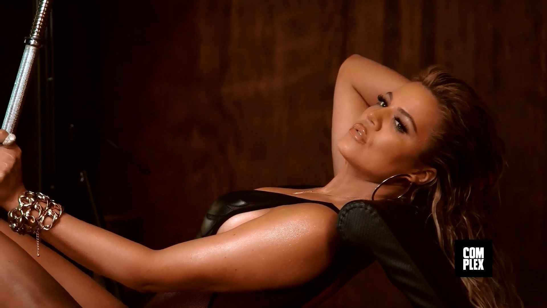 Khloé Kardashian Sexy Ph...