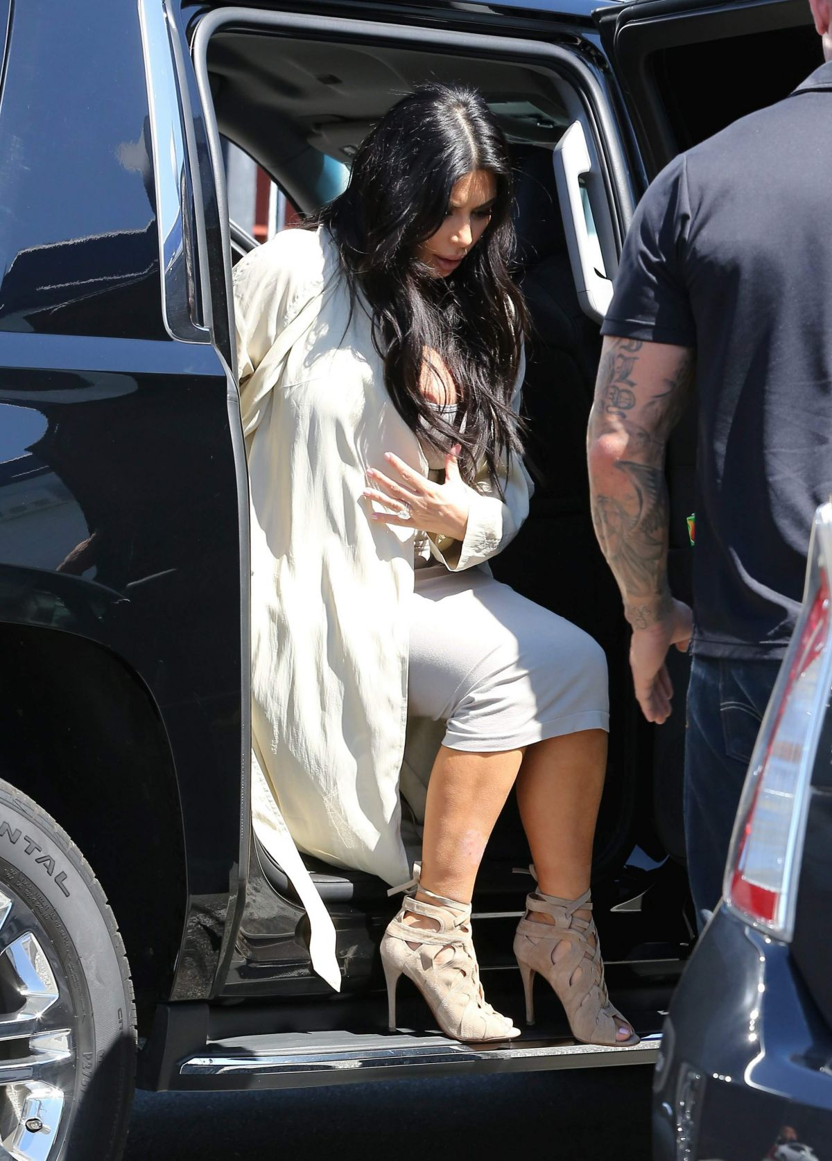 Kim Kardashian Nipslip Pi...